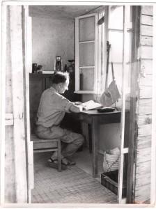 Bruno Hussar am Schreibtisch